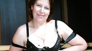 This Naughty Mama Loves To Suck Cock - MatureNL